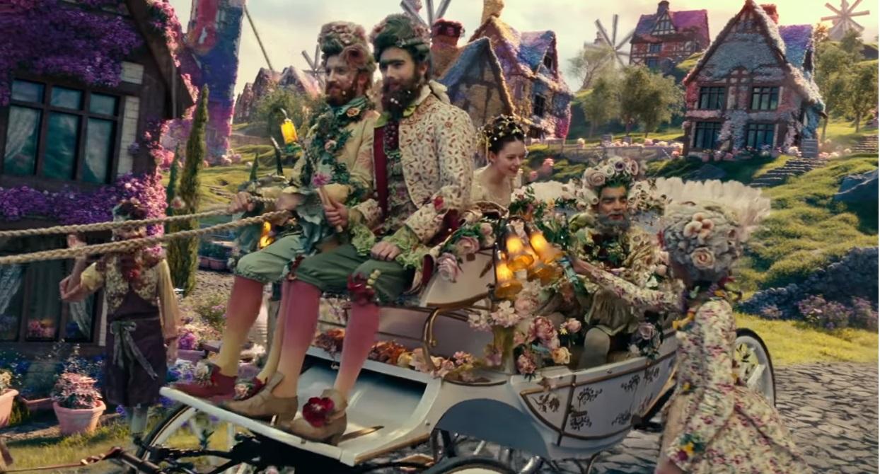 Lo Schiaccianoci e i Quattro Regni - La terra dei fiori - The Nucracker and the Four Realms - Film Disney - anno 2018 - Clara - Mackenzie Foy