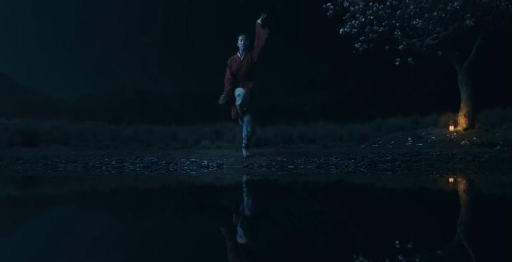 Mulan film Disney remake live action film famiglia 2020 - Mulan si allena al combattimento