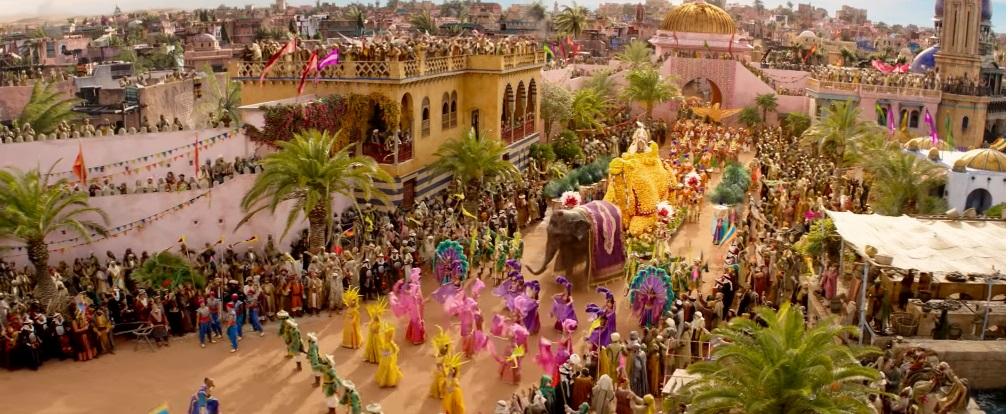 Aladdin film live action disney 2019 - principe ali e il genio si recano a palazzo per chiedere la mano di Jasmine