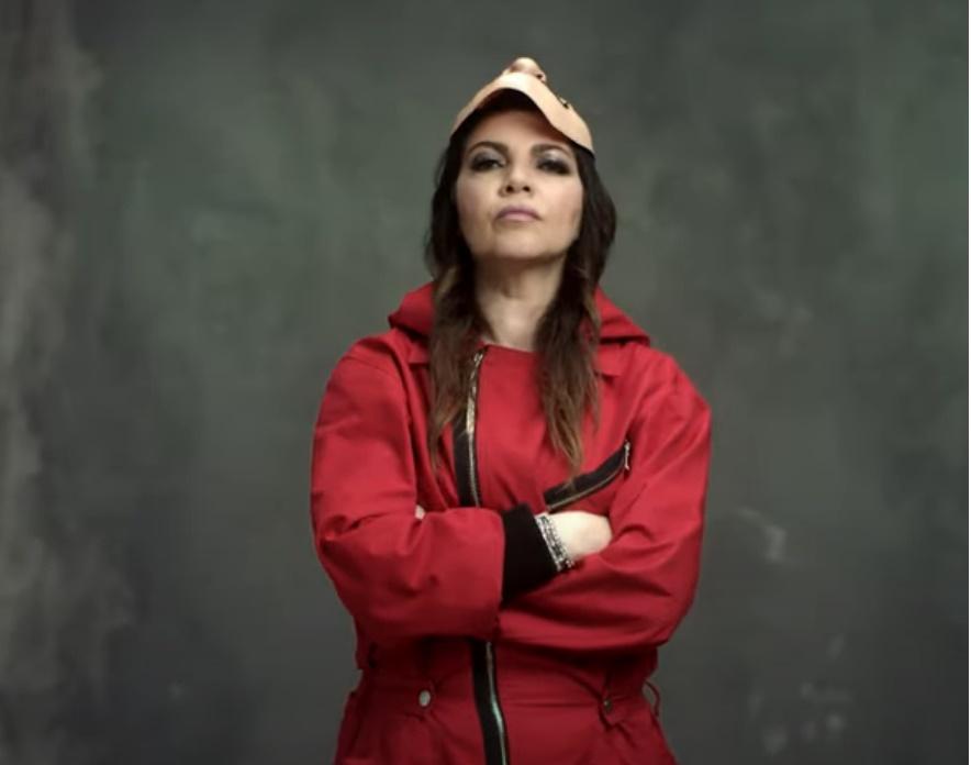 Cristina d'Avena canta la sigla di la casa di Carta