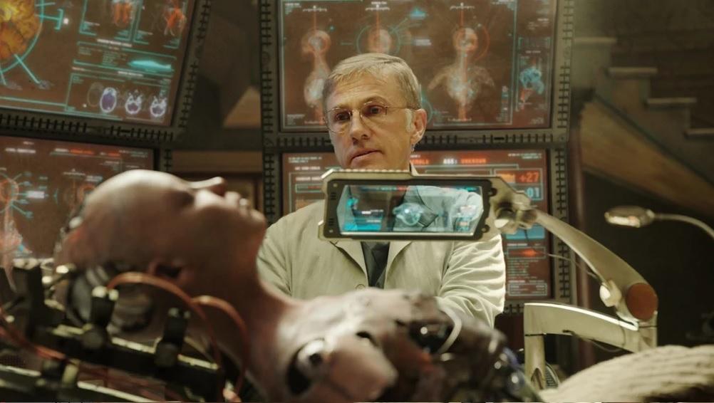 Recensione Alita angelo della battaglia - Cyborg in riparazione nello studio di Ido dopo ritrovamento