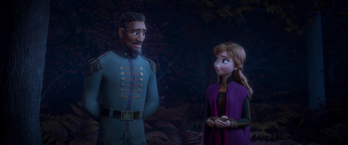 Frozen 2 news tenente Matthias insieme ad Anna mentre parlano del padre