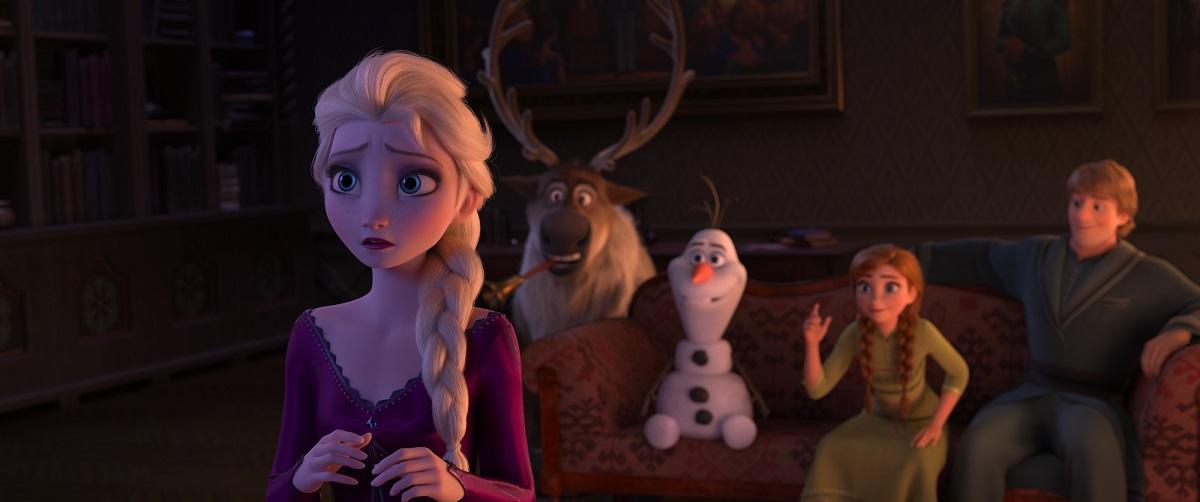 Frozen 2 news Anna Elsa Olaf E Cristoff mentre sono sul divano