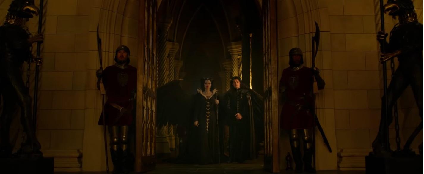 Maleficent Signora del male al cinema dal 17 ottobre Film Disney Angelina Jolie e Corvo al castello dalla Regina