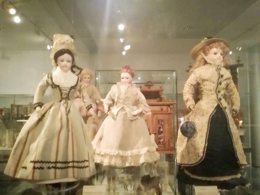 Museo dei giocattoli Norimberga - Sala delle bambole - bambole antiche - storia delle bambole- musei epr bambini