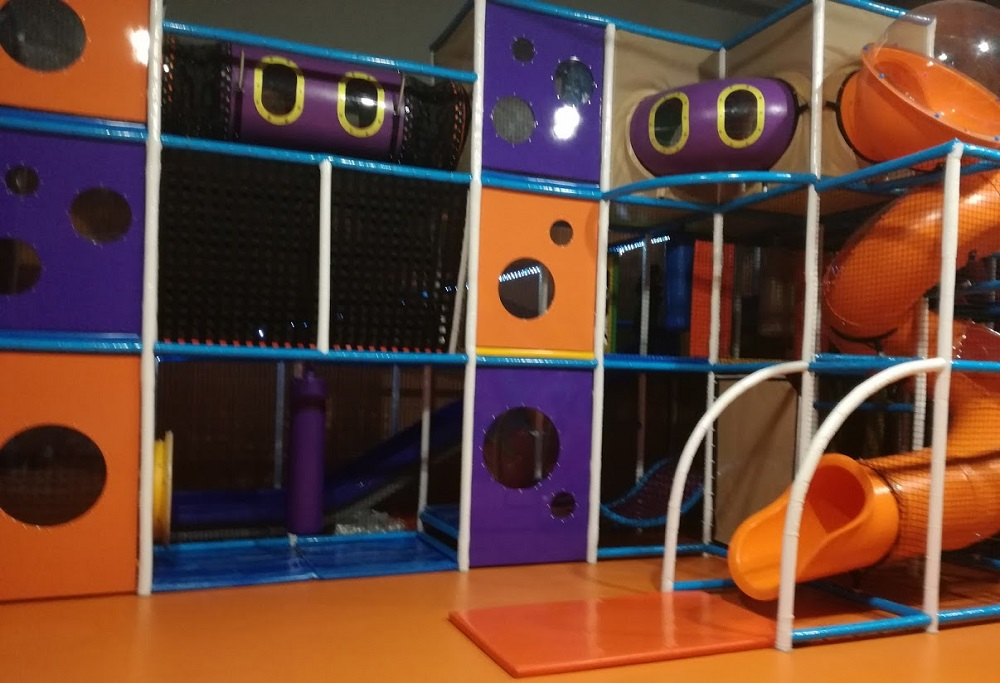 Parco giochi coperto Roma Junior Village - parco giochi coperto - gonfiabili - ristorante bambini roma - pinseria Roma - schiuma party