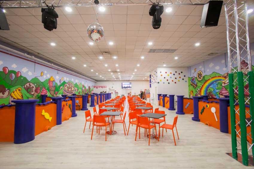 Ristorante bambini Roma Junior Village - parco giochi coperto - gonfiabili - ristorante bambini roma - pinseria Roma - schiuma party